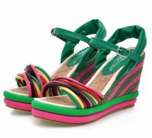 Giày đế xuồng cao 9 phân, dạng sandal ,  đan chéo phía trước, đế cối nhiều màu, chủ đạo xanh lá cây Chất liệu cối cao cấp, chống trơn trượt,  Độ nghiêng ít dễ đi , phù hợp cho mọi lứa tuổi công việc: giày cô dâu, giày đế xuồng cô dâu, giày cưới, giày giáo viên, giày đi tiệc đi làm, mặc áo dài, giày cao chụp ảnh cưới. Vvv
